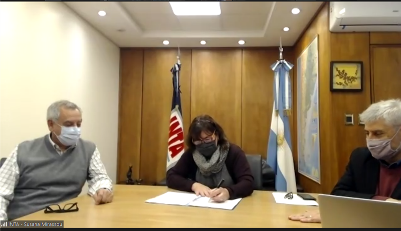 De izquierda a derecha: Carlos Parera, Susana Mirassou y Guillermo Sánchez